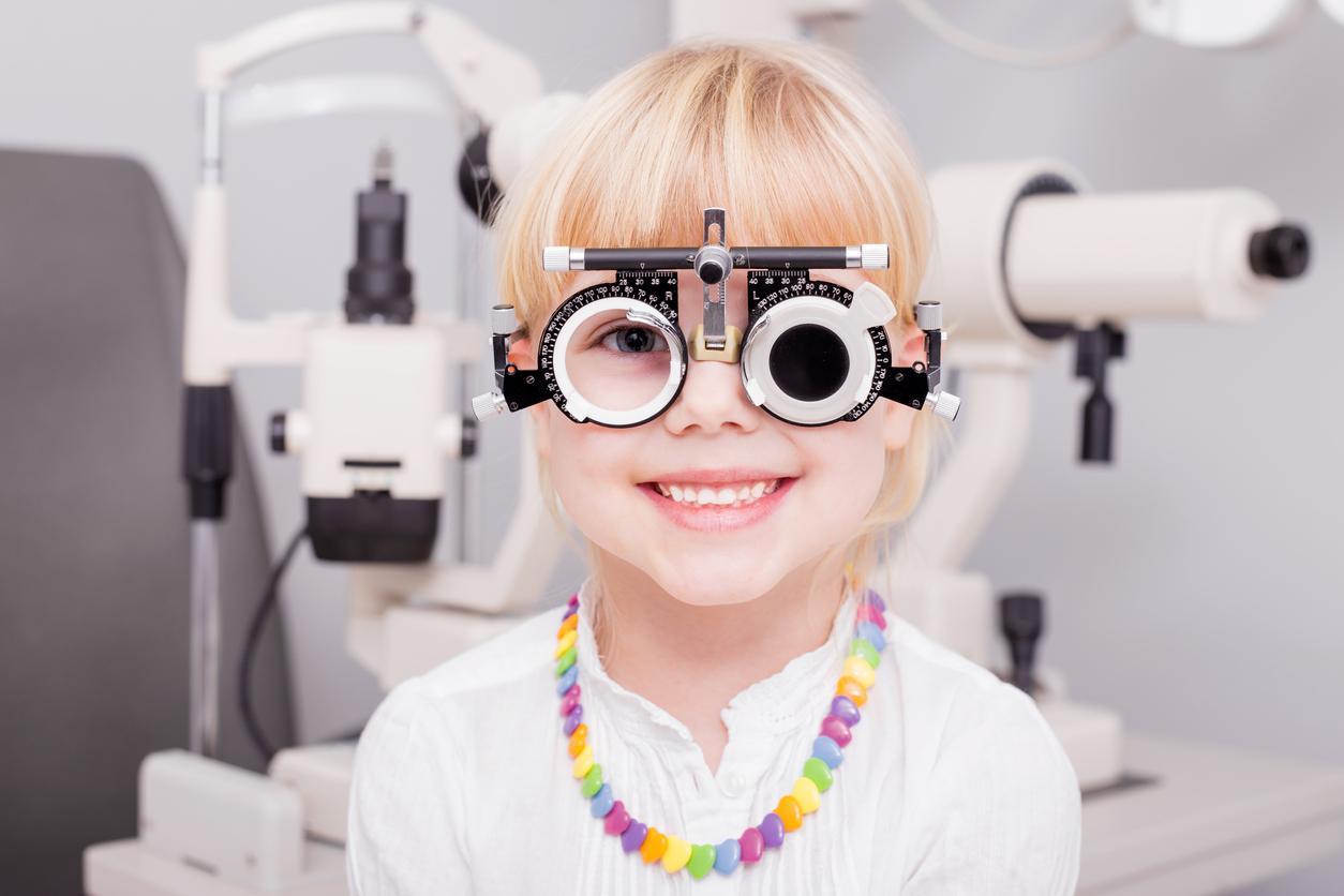 Le contrôle de la myopie chez les enfants en savoie